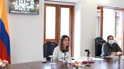 Vicepresidenta demandó por injuria a periodista británico