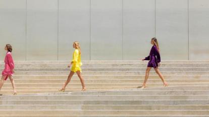 La marca Pajon&Cartagena muestra un video pregrabado de su nueva colección.