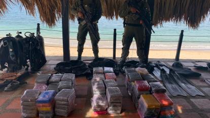 Hallan caleta con 124 kilos de cocaína en Playa Blanca