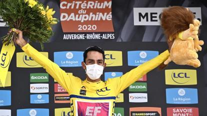 Daniel Martínez celebra en lo más alto del podio tras conseguir el campeonato.