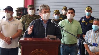 """""""No es momento de hacer política con la muerte"""": Ministro de Defensa"""
