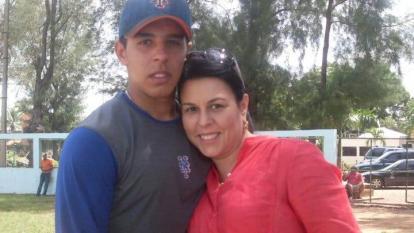 Nabil Crismatt y su madre Mónica Abuchaibe Abuchaibe, el 2 de septiembre de 2010.