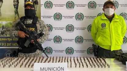 Autoridades  incautan un arsenal de guerra en San Onofre