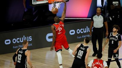 Serge Ibaka, de los Raptors, en acción en el último duelo ante los Raptors.