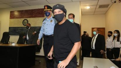 Ronaldinho estuvo seis meses detenido en Paraguay.