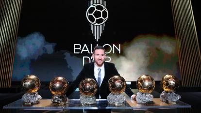 Lionel Messi con sus seis balones de oro.