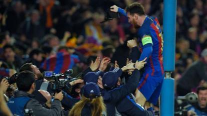 Lionel Messi celebrando un gol al PSG con el FC Barcelona.