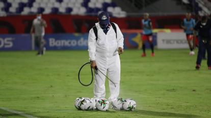 El fútbol profesional en Colombia se reactivó el pasado martes con el primer duelo de la Superliga en el Romelio Martínez. La competencia se reanudó en medio de estrictas medidas sanitarias por la pandemia.