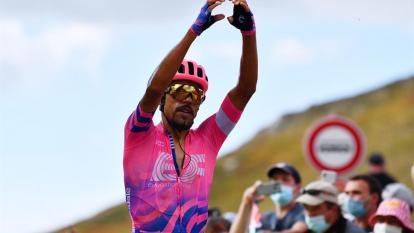 Daniel Martínez festejó su victoria al llegar a la meta.