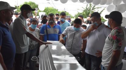 La llegada de los restos de la niña Taniusca Romero a la casa del barrio Villagrande II, suroriente de Cartagena.