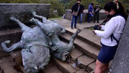 En video | Indígenas tumban estatua de Sebastián de Belalcázar en Popayán