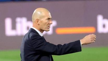 Zinedine Zidane durante el partido entre Real Madrid y Valladolid.