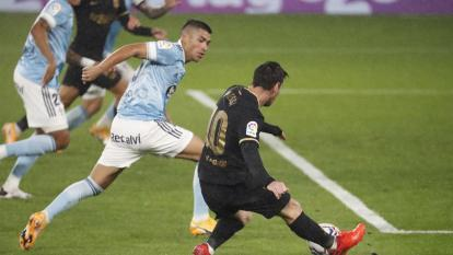El zaguero colombiano Jeison Murillo viene retrocediendo pendiente del centro de Lionel Messi.