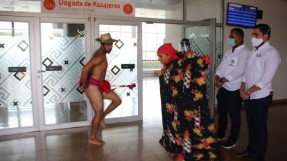 Con un acto cultural, Riohacha recibe el primer vuelo desde Bogotá
