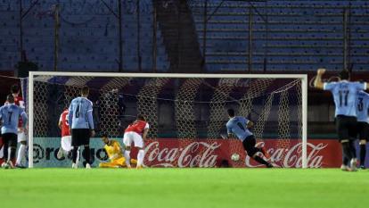 Uruguay 2, Chile 1: el próximo rival de Colombia empezó perdiendo