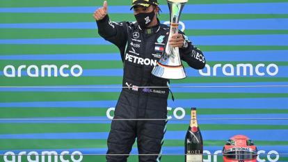 Hamilton refuerza liderato tras igualar récord de Schumacher en Nürburgring