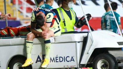 El colombiano Nicolás Benedetti salió llorando del campo tras sufrir la nueva lesión.