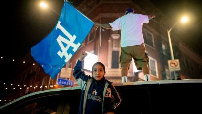 Los fanáticos de los Dodgers salieron a las calles de Los Ángeles a celebrar el título.