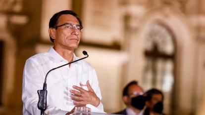 En video   Vizcarra acepta destitución y deja el Palacio de Gobierno de Perú