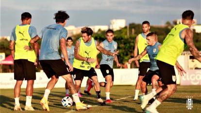 Un pasaje de la práctica de la selección uruguaya en la sede de Junior.