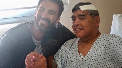 Primera imagen de Maradona con su doctor Leopoldo Luque.