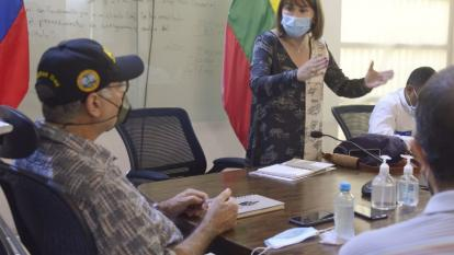 La ministra del Interior, Alicia Arango, en la reunión que sostuvo con el alcalde William Dau, y miembros del gabinete distrital.