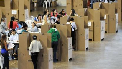 La presentación a elecciones de más partidos y candidatos fortalecen la democracia, o la debilitan.
