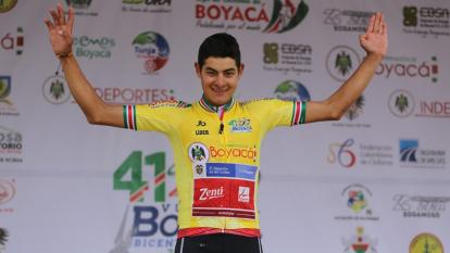 Camargo sigue líder y queda a una etapa de ganar la Vuelta a Colombia