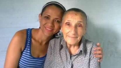 Martha Yaneth en compañía de su abuela Clementina González de Herrera.