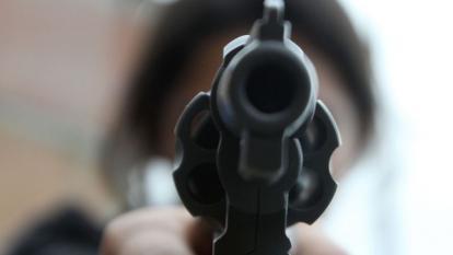 Joven mata accidentalmente a su hermano con una pistola