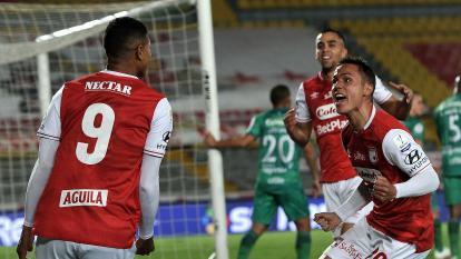 El bolivarense Jorge Ramos celebra el primer gol de Independiente Santa Fe.