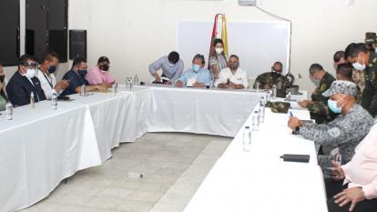 El ministro de Defensa acompañado por todas las Fuerzas de seguridad del Estado.