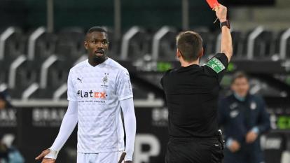 Jugador de la Bundesliga sancionado con cinco partidos por escupir a un rival