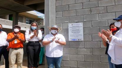 Ministra de Educación, María Victoria Angulo entrega aulas en Cordoba