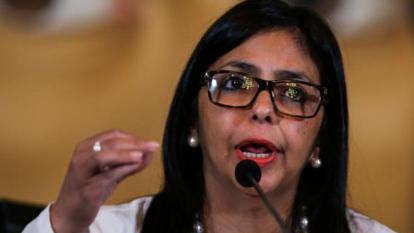 """Venezuela acusa a Duque de """"racista y xenófobo"""" por negar vacunas a migrantes"""