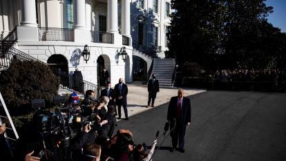 """Trump dice que hay """"cero riesgo"""" de que le destituya su gabinete"""