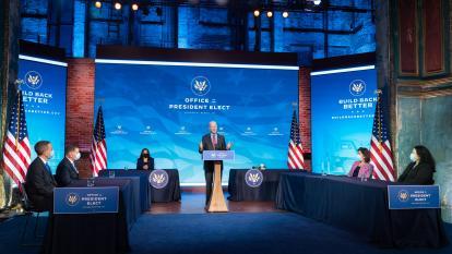 """Biden, sin """"tiempo que perder"""", anuncia plan para reflotar economía de EE. UU."""