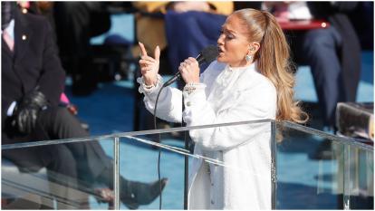 Jennifer Lopez interpretó el himno antifascismo 'This land is your land'.