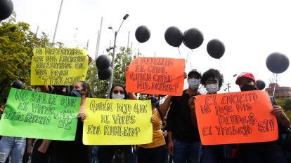 Comerciantes protestan por restricciones en Medellín.