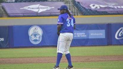 Eduar López, el lanzador imbatible que aprovechó Caimanes