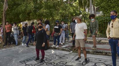 Nuevo plantón a las afueras de la facultad de Bellas Artes
