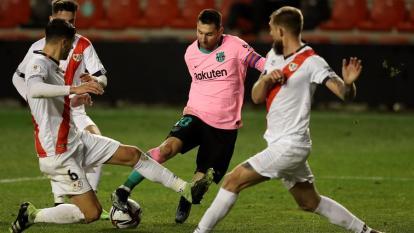 El Barcelona vence por 2-1 al Rayo Vallecano.