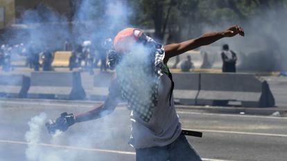 Tribunal regresa uso de gases lacrimógenos en protestas