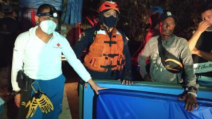Entregan ayuda humanitaria a damnificados de incendio en Playa Blanca