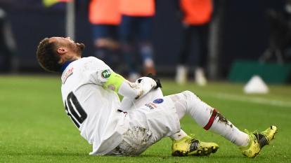 Neymar sale lesionado una semana antes del duelo entre PSG y Barcelona