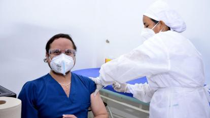 Por Hospital de Magangué arrancó vacunación anticovid en Bolívar