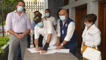 La firma del compromiso de la Concesión Vial ante la Defensoría del Pueblo.