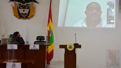 Samir Radi, presidente del Concejo de Barranquilla, observa la intervención virtual del concejal José Trocha.