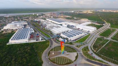 Aspecto aéreo de las instalaciones de Tecnoglass en Barranquilla.