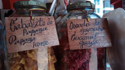 Caballito, enyucado y otras tantas delicias que se ofrecen en el tradicional portal de Cartagena.